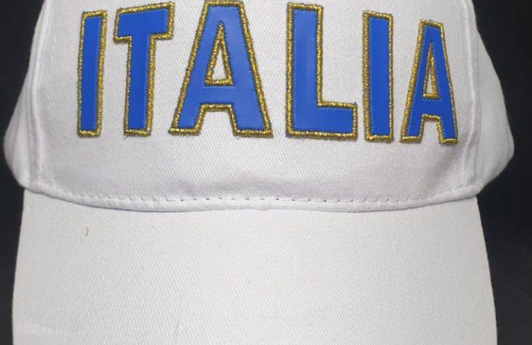 Cappello con ricamo Italia